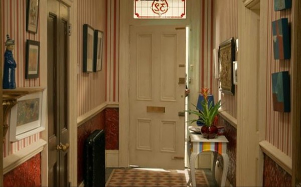 Paddington-movie-house-foyer-with-striped-wallpaper-e1432125030655